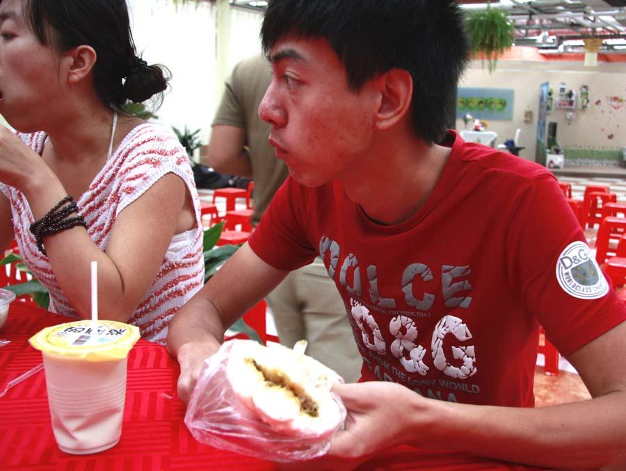 王超/2010年8月31日《爽妹快乐创业记》你的包子好吃吗?...