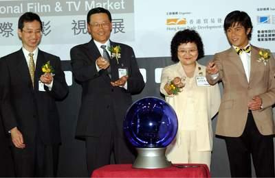 """新闻频道 文娱新闻      吴光正续说,""""香港国际影视展""""是亚洲区最大型"""