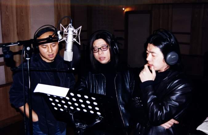 日前2002全国滑水锦标赛组委会公布,由著名音乐人郭峰作词作曲,策划制作的歌曲《心手牵连》将正式成为2002年全国滑水锦标赛主题歌曲。这次也是郭峰继为北京申奥创作申奥之歌《实现梦想》与第21届世界大学生运动会主题歌《WE ARE FRIENDS》(我们是朋友)之后,又一次与大型体育盛事的亲密接触,又一次在艺术上的重量级出击。