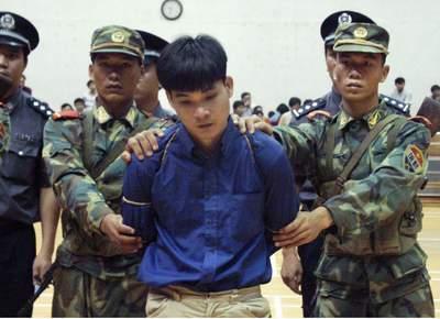 在市体育馆举行公判大会,判处劳笃祥、汤俊峰、许少平、庄继勇和陈图片