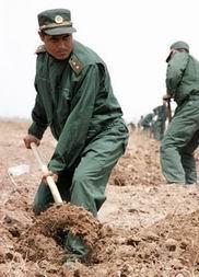 宁夏武警官兵以辛勤汗水向五一国际劳动节献礼