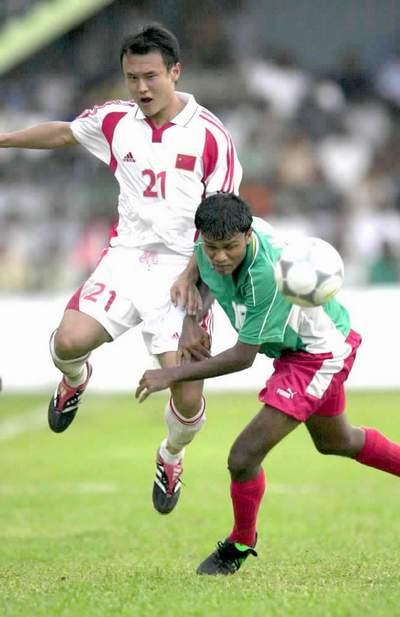 中国足球队1:0小胜马尔代夫队