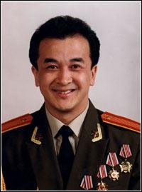 黄宏电影棉花_(2003年02月08日 19:00)   刚刚荣获夏衍文学奖,大学生电影节奖的黄宏