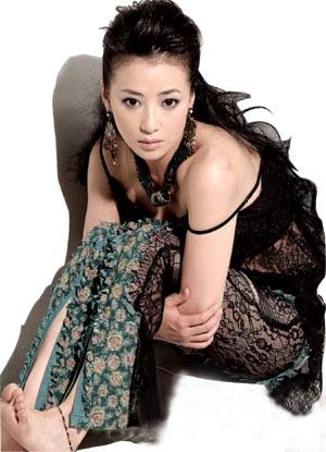 是本人体艺术_而日前香港杂志《壹本便利》在刊物封面公开钟欣桐(阿娇)被偷拍照时