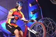 自行车灭蜡烛<a href=mms://winmedia.cctv.com.cn/xiangtiaozhanma/2006/05/xiangtiaozhanma_300_20060507_5.wmv><font color=FF0000>视频</font></a>