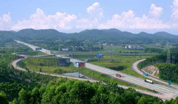 China's southwestern Guangxi Zhuang Autonomous Region has been attracting private funding to finance its highway construction.(gxtv.cn Photo)