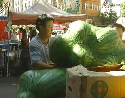 Fresh vegetables and fruit are once again being sold in downtown Urumqi.
