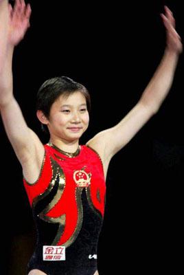 中国/釜山亚运独得4金后,她被认为是中国女子体操新的领军人物。