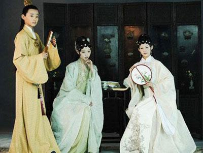 (L-R) Yu Xiaotong, Jiang Mengjie and Li Qin play young Jia Baoyu, Lin Daiyu and Xue Baochai, respectively, in the upcoming television adaptation of Chinese literary classic