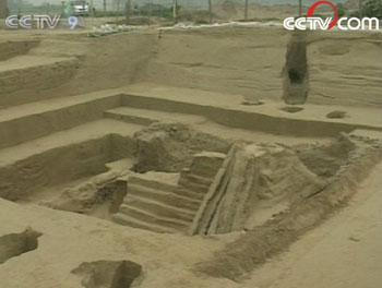 Two ancient grand tombs have been unearthed in the central China's city of Xinzheng.(Photo: CCTV.com)