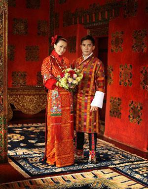 Carina Lau and Tony Leung are seen in a wedding photo shot in Bhutan. [Photo: ent.sina.com.cn]