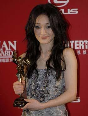 Chinese mainland actress Zhou Xun poses with her trophy for Best Female Actress of the 3rd Asian Film Awards at the Hong Kong Convention and Exhibition Center in south China's Hong Kong, Mar. 23, 2009.(Xinhua Photo)