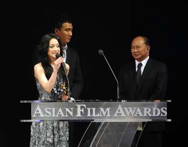 Chinese mainland actress Zhou Xun (L) gives acceptance speech afer receiving for Best Actress of the 3rd Asian Film Awards at the Hong Kong Convention and Exhibition Center in south China's Hong Kong, Mar. 23, 2009.(Xinhua Photo)