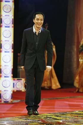 Film and TV stars, including Jet Li, Zhou Xun and Li Bingbing, were honored at the 2nd Performance Grand Ceremony of Beijing, held by Beijing Television on April 7, 2009. [Photo: yule.sohu.com]