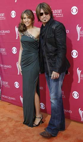 Miley Cyrus and Billy Ray Cyrus arrive at the 44th Annual Academy of Country Music Awards in Las Vegas April 5, 2009. [Photo: Agencies]