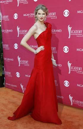 Singer Taylor Swift arrives at the 44th Annual Academy of Country Music Awards in Las Vegas April 5, 2009. [Photo: Agencies]