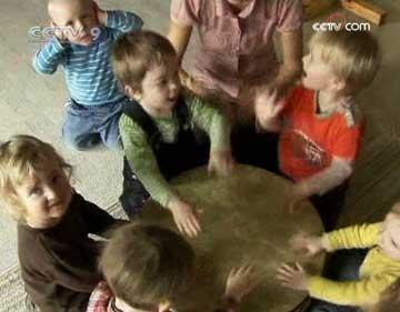 Children in the German capital Berlin are getting a feel for rhythm and music at a very early stage.