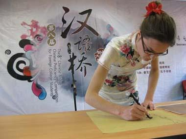 "A contestant draws a traditional Chinese painting during the French round of the ""Chinese Bridge"" competition, a Chinese-language proficiency contest for foreign college students, in Poitiers, France, on May 9, 2009. The two winners of the contest held here on Saturday will attend the final of the ""Chinese Bridge"" competition, which would be held this July in Changsha, central China's Hunan Province. (Xinhua/Li Xuemei)"