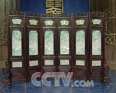 屏风框架为紫檀木制作