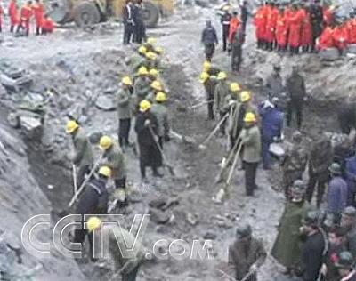 爆炸物品杀伤力之大,以至于在大爆炸现场留下了一个巨型的深坑,发现的