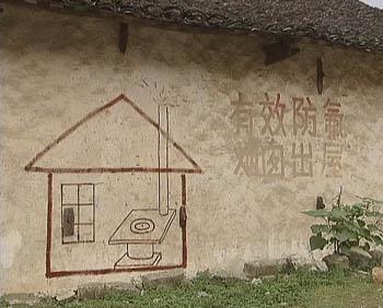 还能看到这样的简笔画:铁炉子的烟囱伸出了屋外
