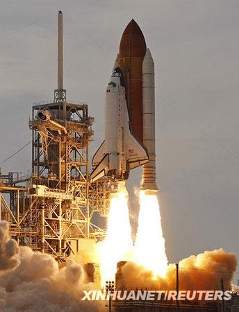 The US space shuttle Endeavor finally lifted off on Wednesday evening after five postponed launches.(Xinhua)