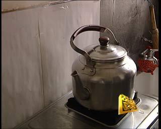 您瞧,这是煤气罐减压阀前端的密封圈,您在换装煤气之前,一定要仔细图片
