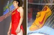 Liu Xiang´s Olympic running shoe, jersey Beijing debut