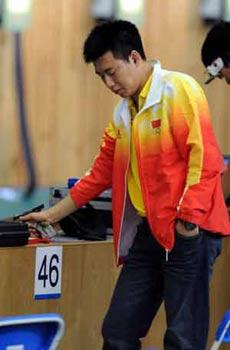 Pang Wei of China prepares to shoot during men's 10m air pistol qulification of Beijing Olympic Games at Beijing Shooting Range Hall in Beijing, China, Aug. 9, 2008. Pang Wei won the gold medal in men's 10m air pistol final. (Xinhua/Wang Qingqin)