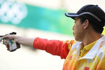 Pang Wei of China prepares to shoot during men's 10m air pistol qulification of Beijing Olympic Games at Beijing Shooting Range Hall in Beijing, China, Aug. 9, 2008. Pang Wei won the gold medal in men's 10m air pistol final. (Xinhua/Jiao Weiping)