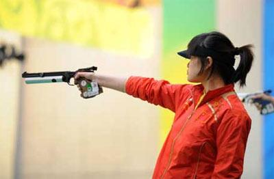Guo Wenjun of China attends the women's 10m air pistol qualification of shooting at Beijing 2008 Olympic Games in Beijing, China, Aug. 10, 2008. Guo ranked the second and entered the final of this event. (Xinhua/Bao Feifei)