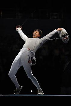 Zhong Man of China celebrates during the men's individual sabre gold medal match of fencing against Nicolas Lopez of France at Beijing 2008 Olympic Games in Beijing, China, Aug. 12, 2008. Zhong Man of China won the gold medal in the event. (Xinhua Photo)
