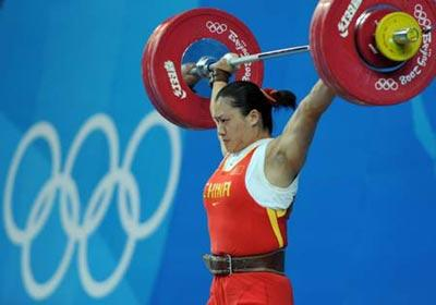 Cao Lei of China tries a lift during women's 75kg group A competition of the Beijing 2008 Olympic Games weightlifting event in Beijing, China, Aug. 15, 2008. Cao Lei set the new Olympic record of women's 75kg snatch with 128 kg.(Xinhua Photo/Yang Lei)