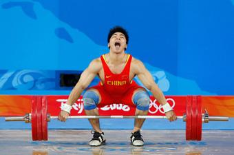 Lu Yong tries a lift.