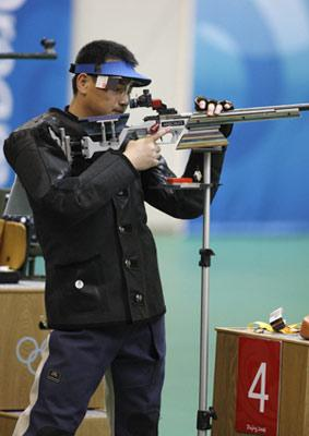Qiu Jian of China competes during the men's 50m rifle 3 positions final of the Beijing 2008 Olympic Games Shooting event in Beijing, China, Aug. 17, 2008. Qiu Jian grabbed the gold with a total of 1272.5. (Xinhua)