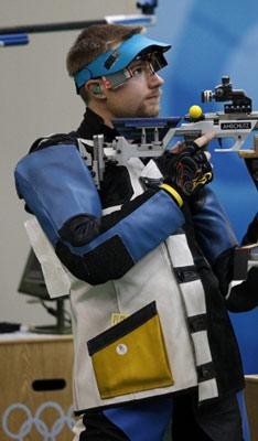 Matthew Emmons of the United States competes during the men's 50m rifle 3 positions final of the Beijing 2008 Olympic Games Shooting event in Beijing, China, Aug. 17, 2008. Matthew Emmons won the 4th with a total of 1270.3. (Xinhua)