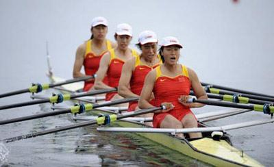 Tang Bin, Jin Ziwei, Xi Aihua and Zhang Yangyang of China scull strokes during Women's Quadruple Sculls Final A of Beijing 2008 Olympic Games rowing event at Shunyi Rowing-Canoeing Park in Beijing, China, Aug. 17, 2008. The Chinese team won the gold medal of the event. (Xinhua Photo)