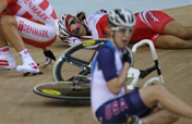 OMG! A heavy crash during women´s points race
