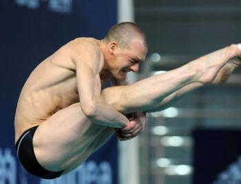 Russian veteran Dmitry Sautin competes during the men's 3m springboard final at the second leg of four-stop FINA Diving World Series in Changzhou, a city of east China's Jiangsu Province, on March 27, 2009. Sautin took the bronze medal with a score of 486.25 points. (Xinhua/Yang Lei)