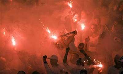 Corinthians'soccerfanscelebrateaftertheirteamwontheSaoPaulostatechampionshipfinalsoccergamewithSantosinSaoPaulo,Sunday,May3,2009.(APPhoto/AndrePenner)