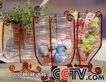 让我们一起再来欣赏北京老妈妈用碎布手工制作的可爱漂亮的布娃娃.