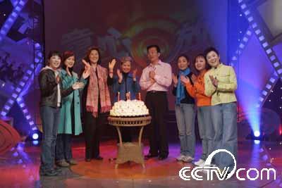 栏目组成员庆祝〈童心回放〉三周年合影