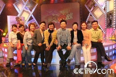 2007年〈童心回放〉工作人员与嘉宾崔永元合影