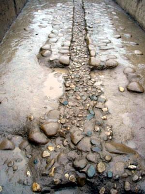 """4米,深12至15厘米,由两类卵石砌成,给人以""""小桥流水""""的遐想.艺高中考架子鼓图片"""