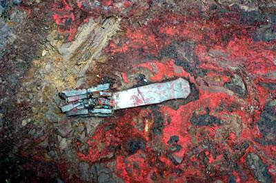 玉穴种类_这是西周2号墓中出土的玉柄形佩.