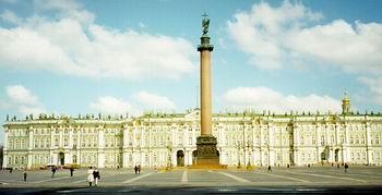 整座城市由42个岛屿组成,现有人口500万._ 圣彼得堡原名彼得堡