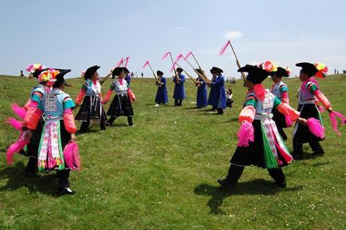 苗族芦笋舞蹈简笔画 步骤