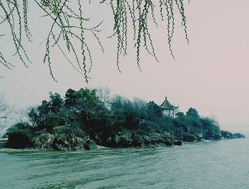 零首页 30年巨变看江苏 > 正文          整个太湖水系共有大小湖泊18