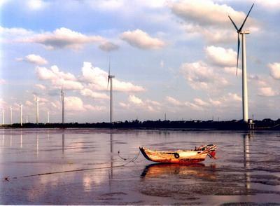 如东拥有丰富的风能,太阳能,潮汐能,生物质等自然资源,其中陆上和潮间