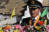 部队基层官兵代表、西藏军区某部副营长、江勇西绕同志发言